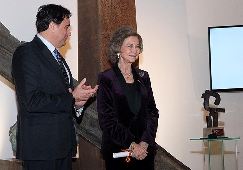 "Majesty Queen Sofía Of Spain Has Been Rewarded With A Sculpture Made By Carlos Albert, As The Main Symbol Of The ""2018 Heritage Prize""."